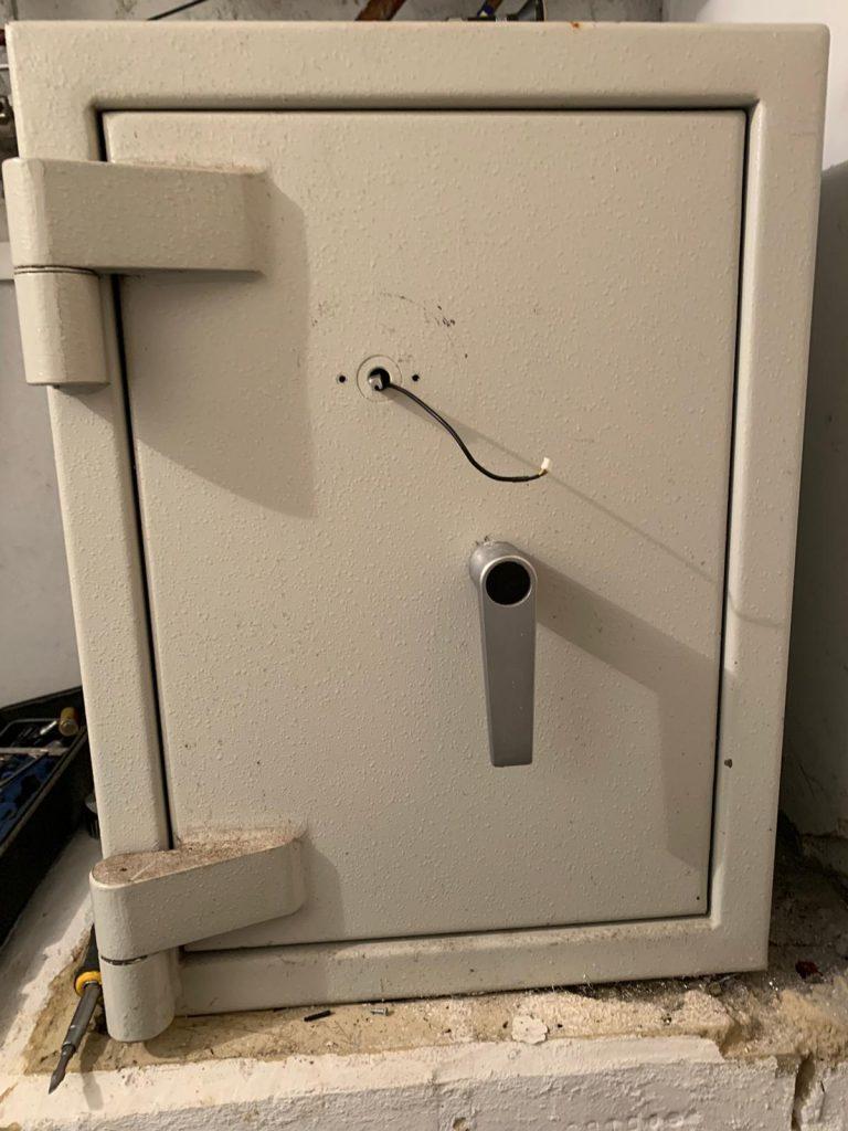 Dudley grade 3 safe in Kensington, London